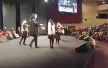 رقصیدن دختران مقابل نجفی در مراسم روز زن
