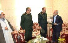 گزارش تصویری از حضور فرمانده سپاه عاشورا در منزل شهدای مدافع حرم مرند