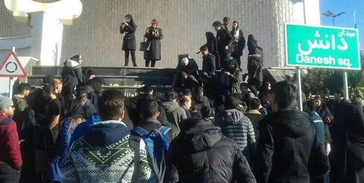 برگزاری تجمع دانشجویان برای گرامیداشت یاد درگذشتگان حادثه واژگونی اتوبوس
