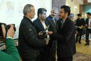 تجلیل از مدیر یاشیل وطن در همایش تجلیل از فعالین مرند