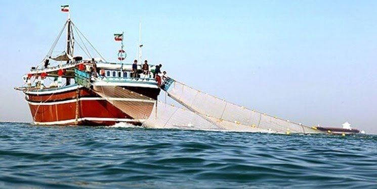 توقیف دو کشتی صید ترال در خلیج فارس توسط سپاه