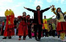 رقابت گروههای نمایشی کشور در پنجمین جشنواره تئاتر خیابانی ارس شهرستان جلفا + تصاویر
