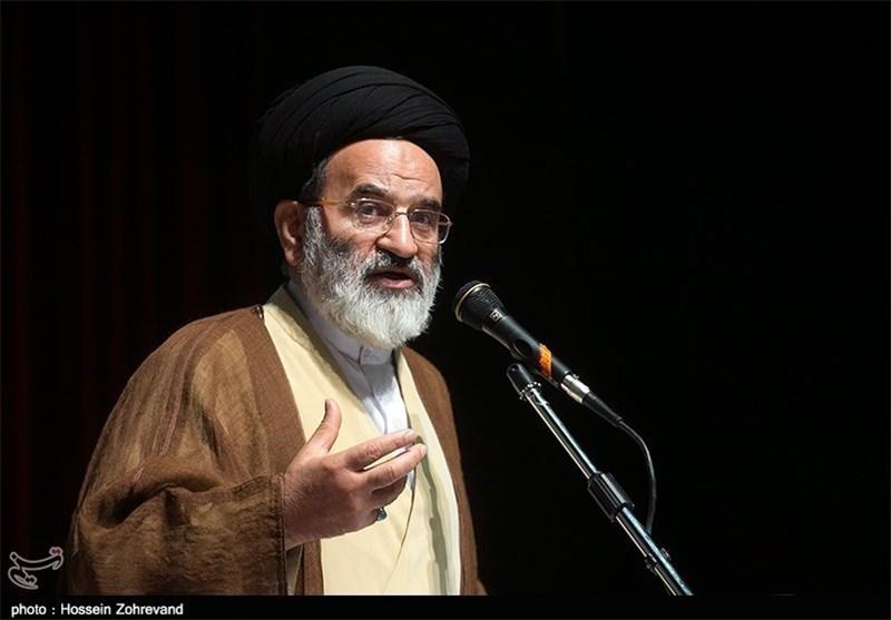 حجتالاسلام تقوی: عفت در فضای مجازی تهدید میشود