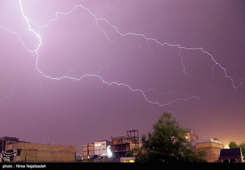 امروز تهران و ۱۳ استان کشور در معرض برخورد صاعقه و رعدوبرق
