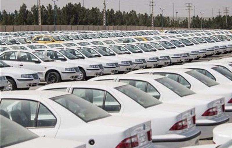 نماینده مجلس:خودروسازان به بهانههای واهی خودرو انبار میکنند