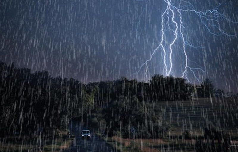 باران و رعد و برق کشور را فرا میگیرد