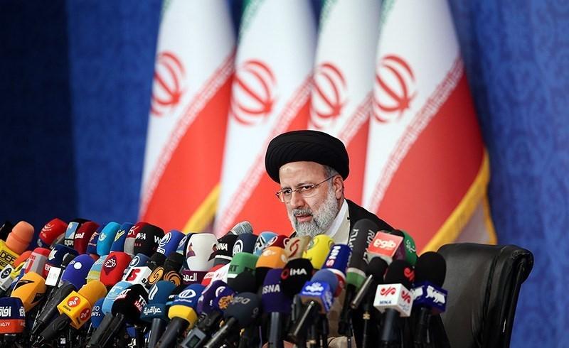 آیتالله رئیسی در نشست خبری: خود را خادمِ جمهور میدانم/ تشکیل دولت براساس شایستهسالاری است/ بازگشت ایرانیان خارج کشور باید تسهیل شود